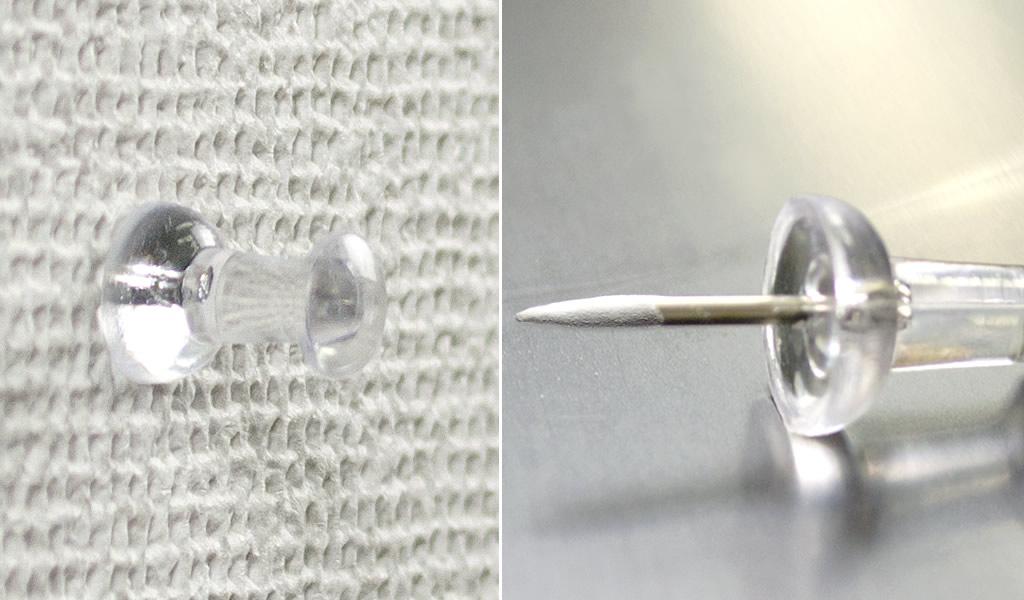 ピンが簡単に刺さり、針の先に白い粉がついていれば石膏ボード壁です。