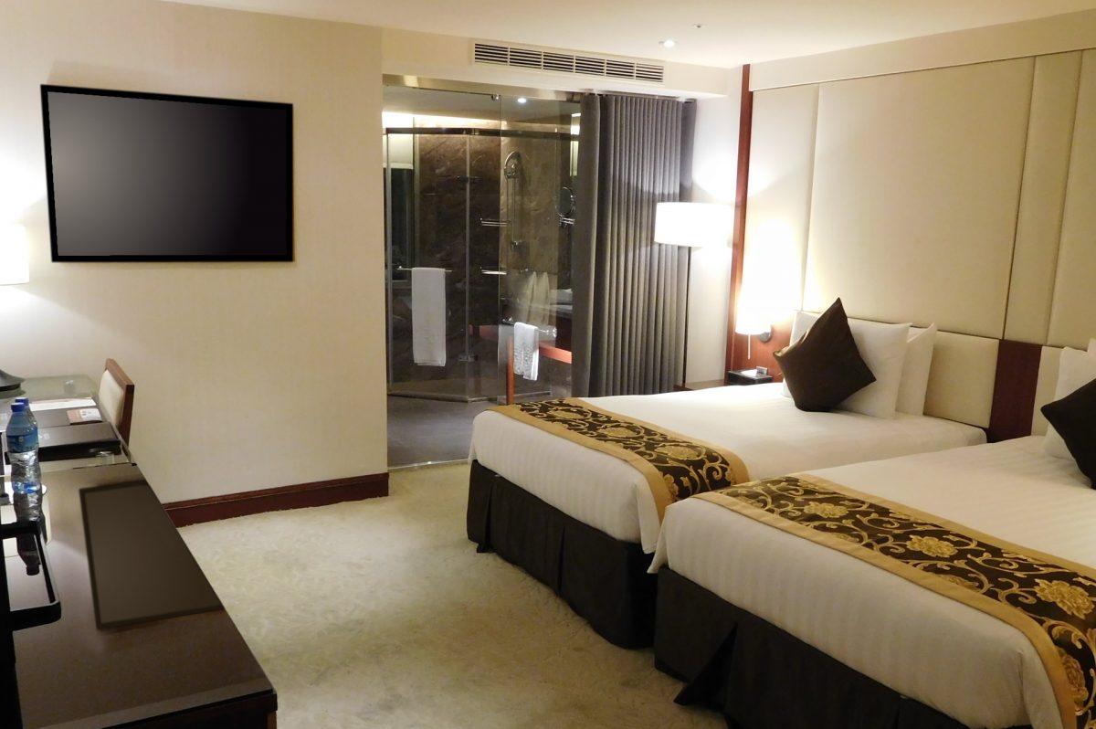 寝室で最適な壁掛けテレビの高さを考える