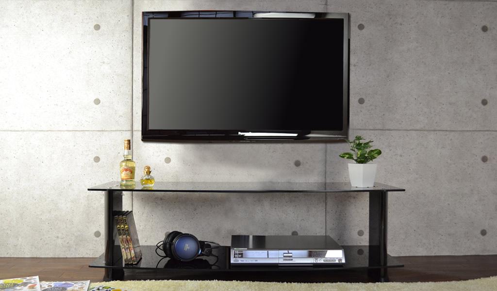 テレビを壁掛けしてもテレビ台を残せば収納力抜群!
