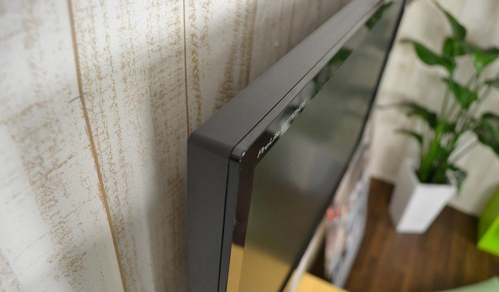 テレビ金具が薄ければ壁掛けテレビとしての仕上がりもよくなります。